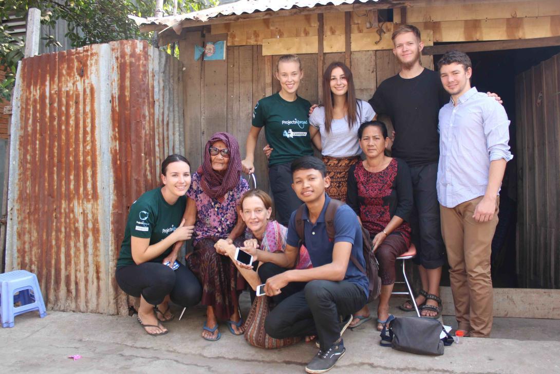 Nuestros voluntarios reciben apoyo de nuestro personal local y familias hospederas.